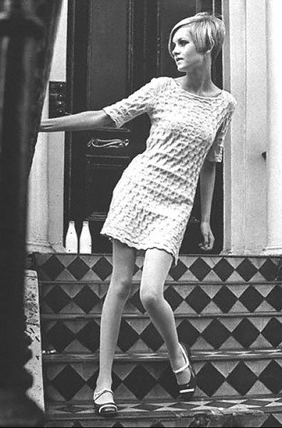 Twiggy in a Quant design, 1966