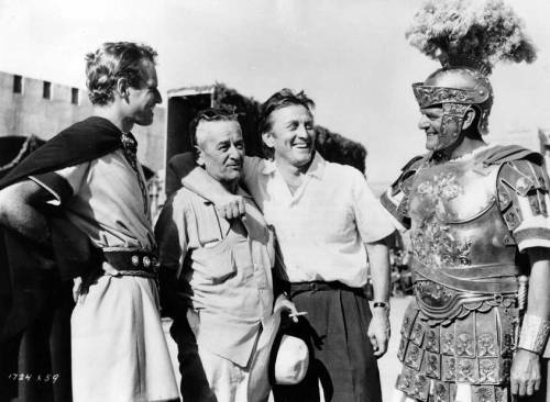 Kirk-Douglas-visiting-Charlton-Heston-director-William-Wyler-and-Jack-Hawkins-on-the-set-of-Ben-Hur