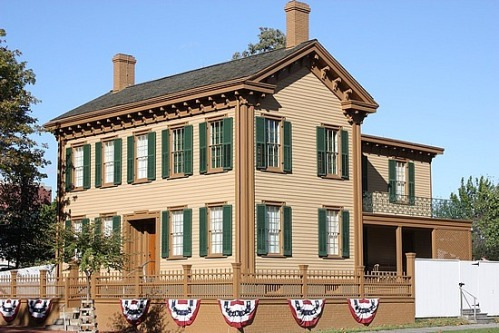 1-1253801715-abraham-lincoln-s-home-in-springfield
