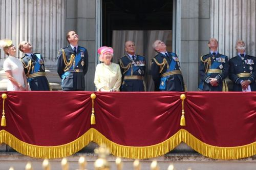 The Queen watches the flypast from Buckingham Palace balcony (Mirror)
