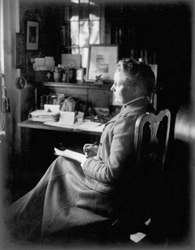 sarah-orne-jewett-at-her-desk1