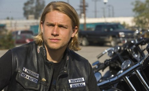 charlie-hunnam-sons-of-anarchy-600-370