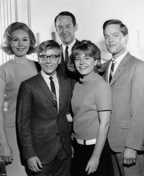 THE PATTY DUKE SHOW, (l-r): Jean Byron, Paul O''Keefe, William Schallert, Patty Duke, Eddie Applegate, 1963-66