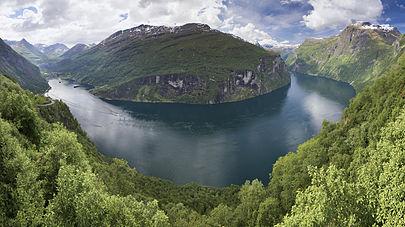 Geirangerfjord_from_Ørnesvingen,_2013_June