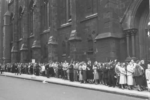 Crowds gathering around church to see funeral of Gertrude Lawrence. (Photo by Allan Grant/The LIFE Picture Collection/Getty Images)