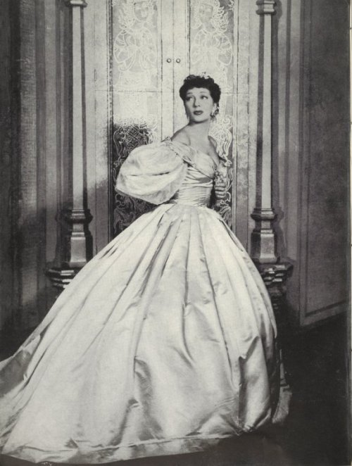 gertrude_lawrence_as_anna