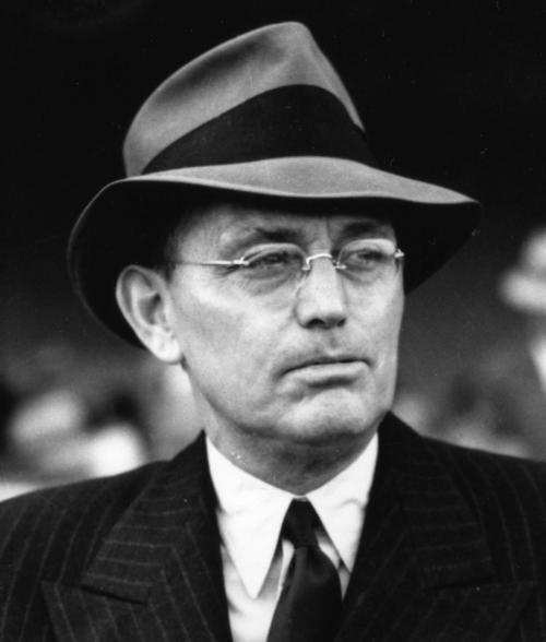 Sportswriter Damon Runyon