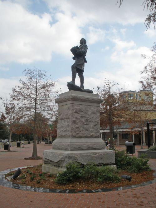 2010122230 NO LA Audubon Statue.jpg