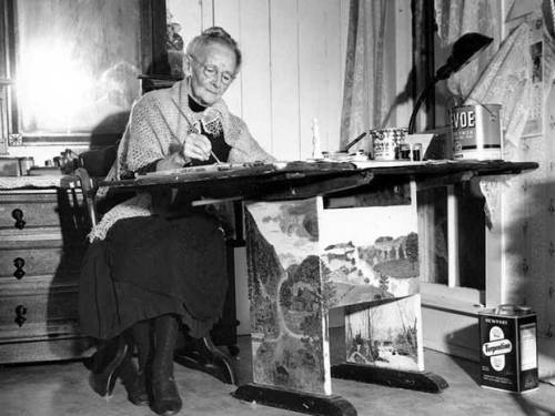 anna-mary-robertson-moses-better-known-as-grandma-moses-began-her-prolific-painting-career-at-78-in-2006-one-of-her-paintings-sold-for-12-million.jpg